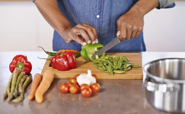 man-chopping-veggiesman-chopping-veggies