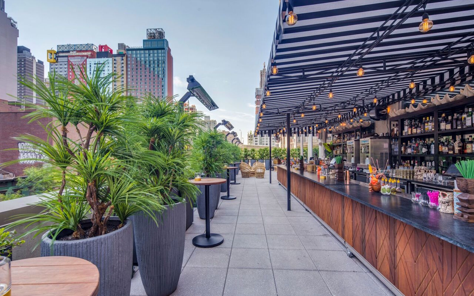 the-polynesian-rooftop-bar-nyc